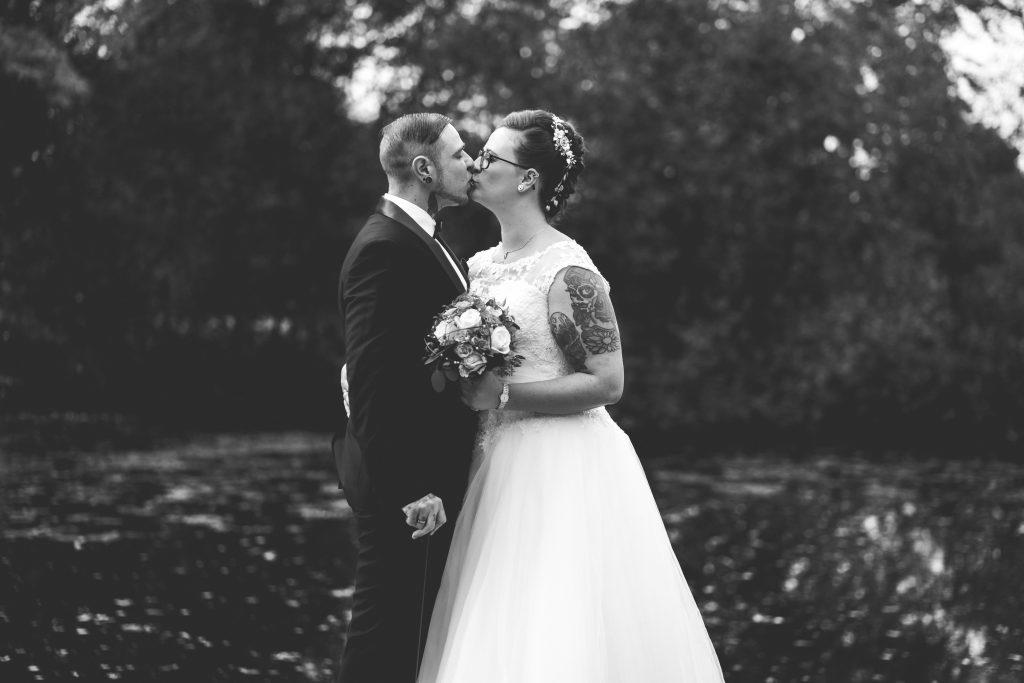 Brautpaarshooting im Schloss Neufahrn in Niederbayern bei einer Herbsthochzeit | KK-Fotografie