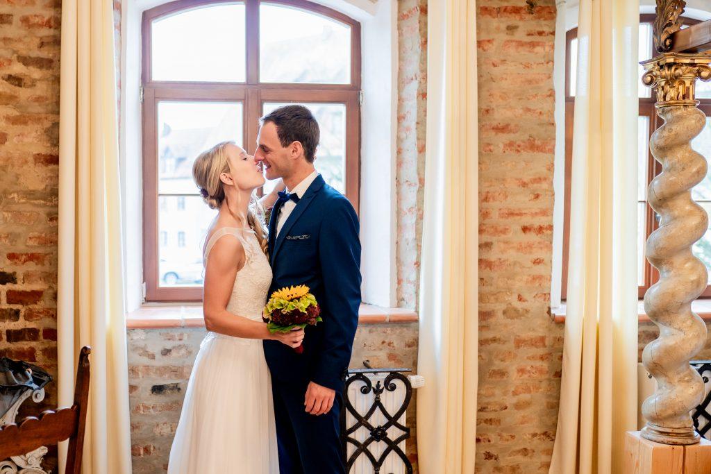 Ein Brautpaar beim First Look in Dingolfing | KK-Fotografie
